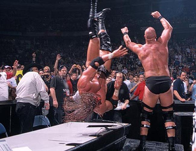 Survivor Series 2000 Steve Austinr Vs HHH 01